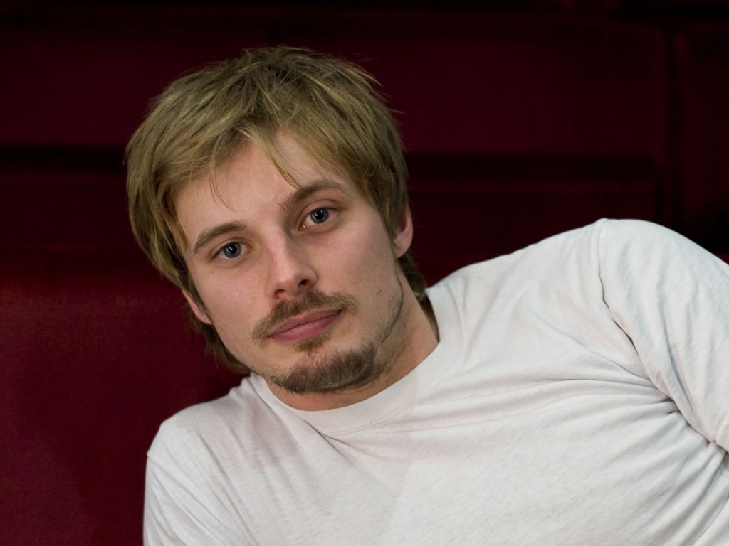 Bradley James - Photo Actress