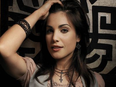 Carly Pope Picture - Image 6