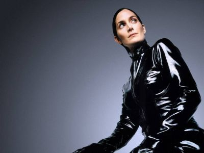 Carrie Anne Moss Picture - Image 4