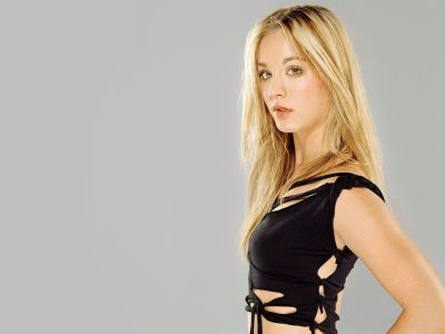 Kaley Cuoco Picture - Image 4