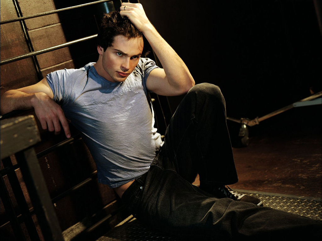 Tom welling picture image 10 contact us privacy tos actors